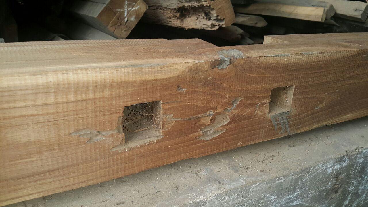 Cacat pada kayu jati bekas
